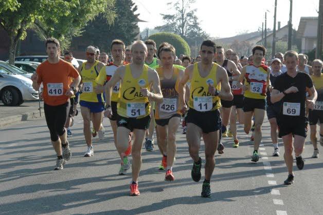 des-le-depart-du-11-km-et-du-semi-marathon-les-bellegardiens-sont-en-tete-photo-michel-raymond
