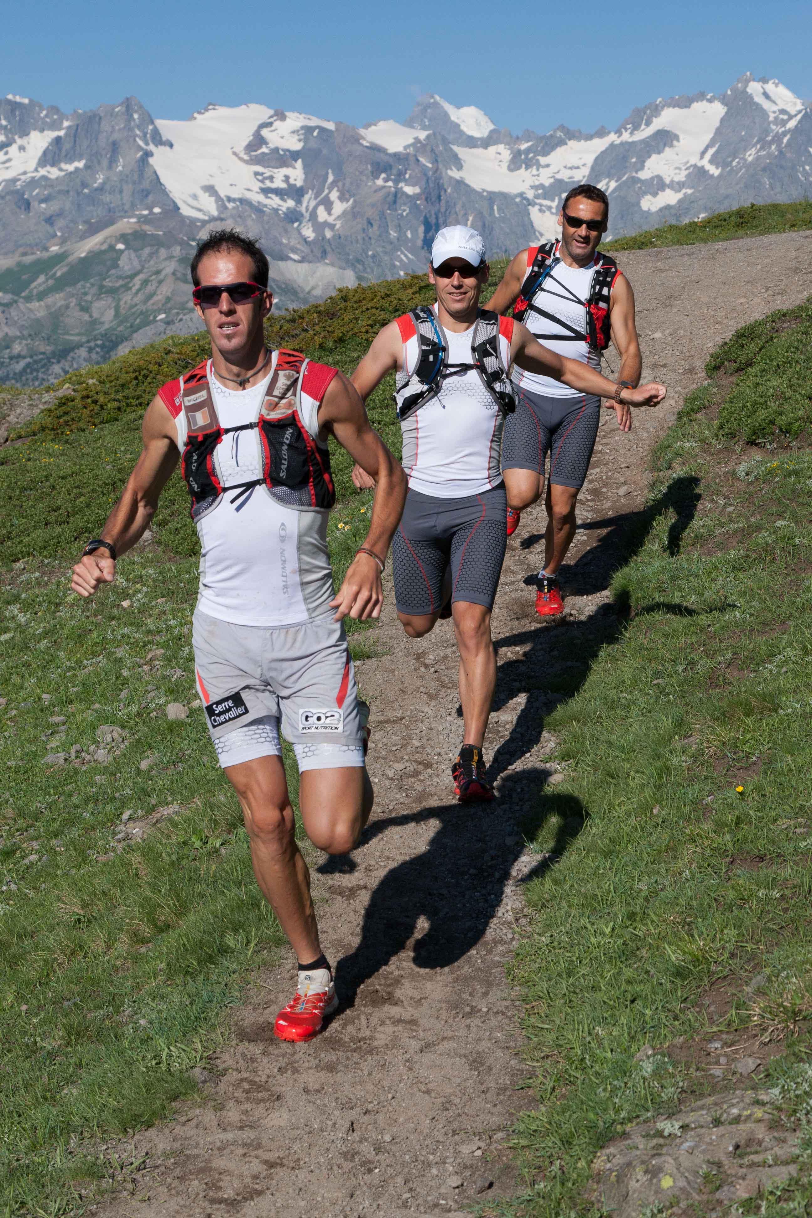 1 Michel Lanne et une partie de son équipe en reconnaissance sur le Serre Che Trail Salomon photo R Godin - Serre Che Trail Salomon : dernière étape des Skyrunners France Series (par Robert Goin).Teaser vidéo 2014.