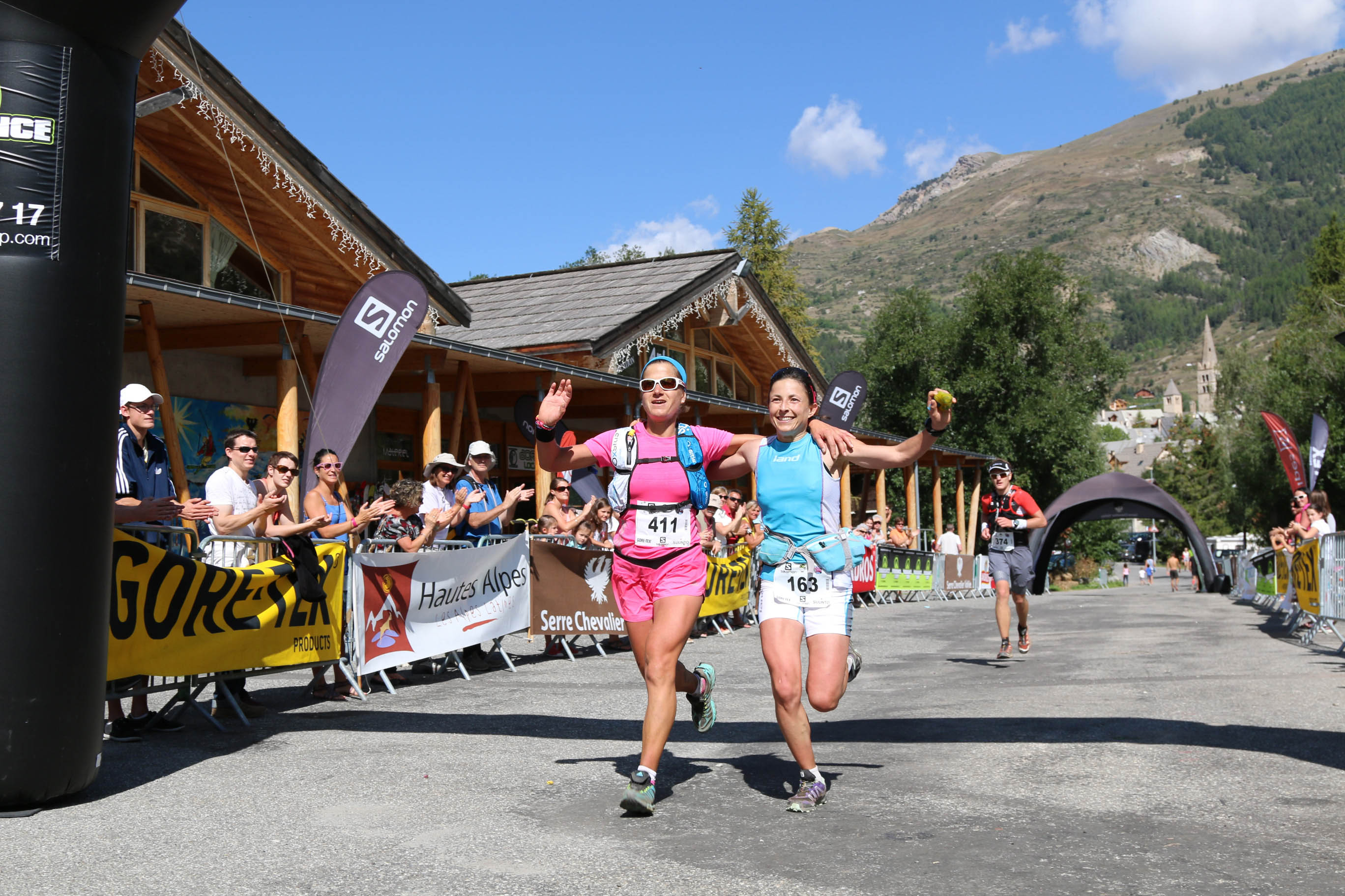 5 Serre Che trail Salomon 2014 de g à d Maud Gobert et Virginie Govignon 1er ex aequo  27 km photo Robert Goin