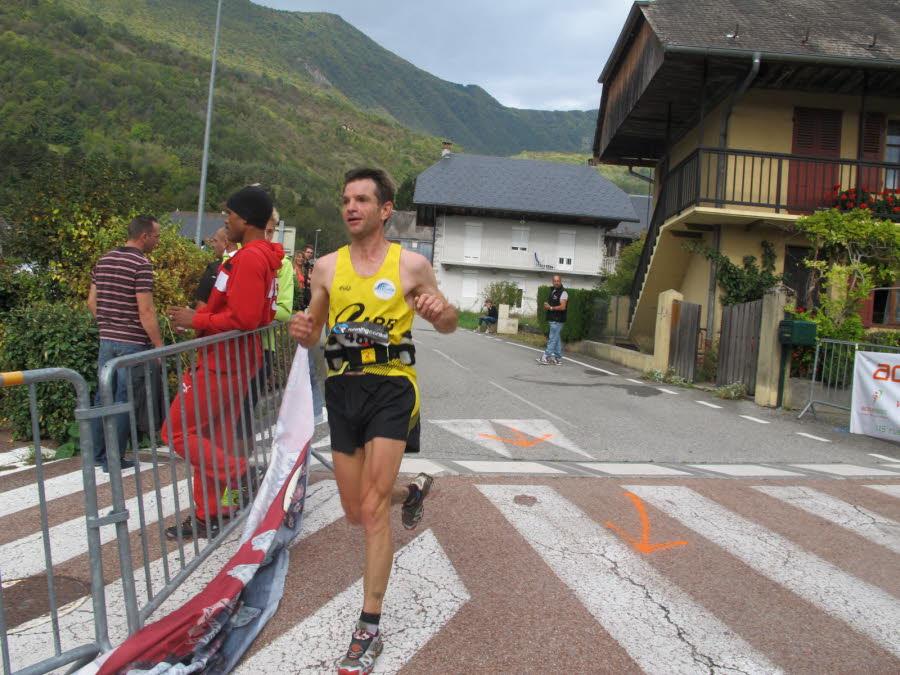 frederic-therisod-habitant-bozel-et-licencie-a-bellegarde-a-remporte-la-course-de-23-km-et-1700-m-de-denivelee-en-2h20