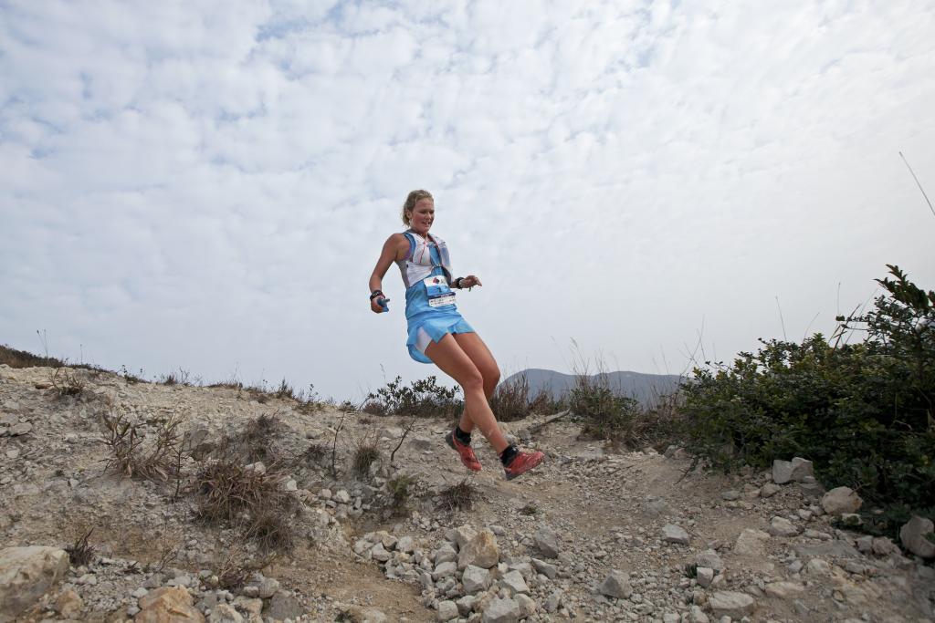 Lucinda Bartholomew (Salomon Australia) a abandonné sur les 50 km © Lloyd Belcher