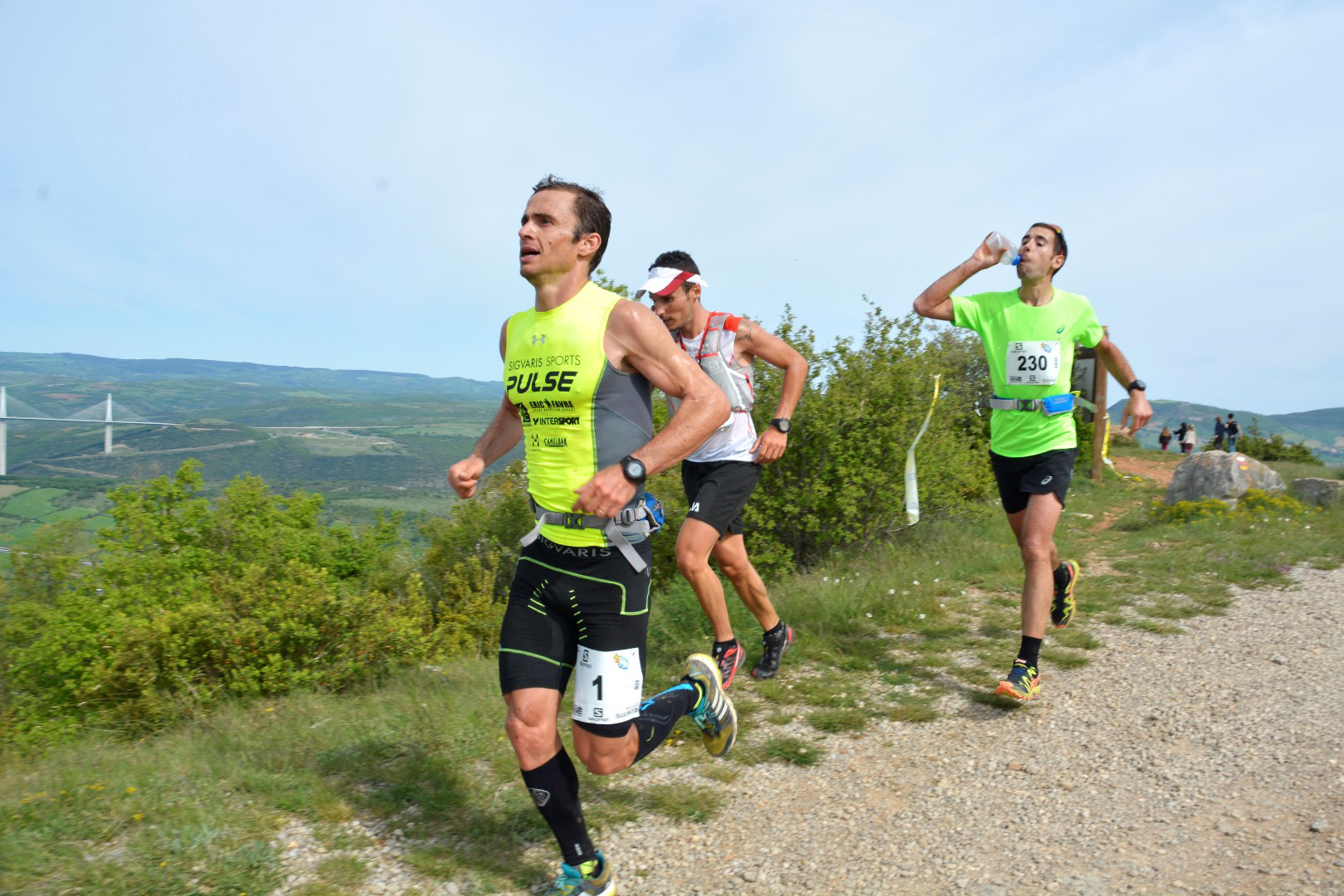 2 42 km Verticausse de g à d Patrick Bringer Julien Navarro Lambert Santelli lphoto Akunamatata - SKYRUNNER FRANCE SERIES : Le classement provisoire après la VERTICAUSSE du 10 mai.