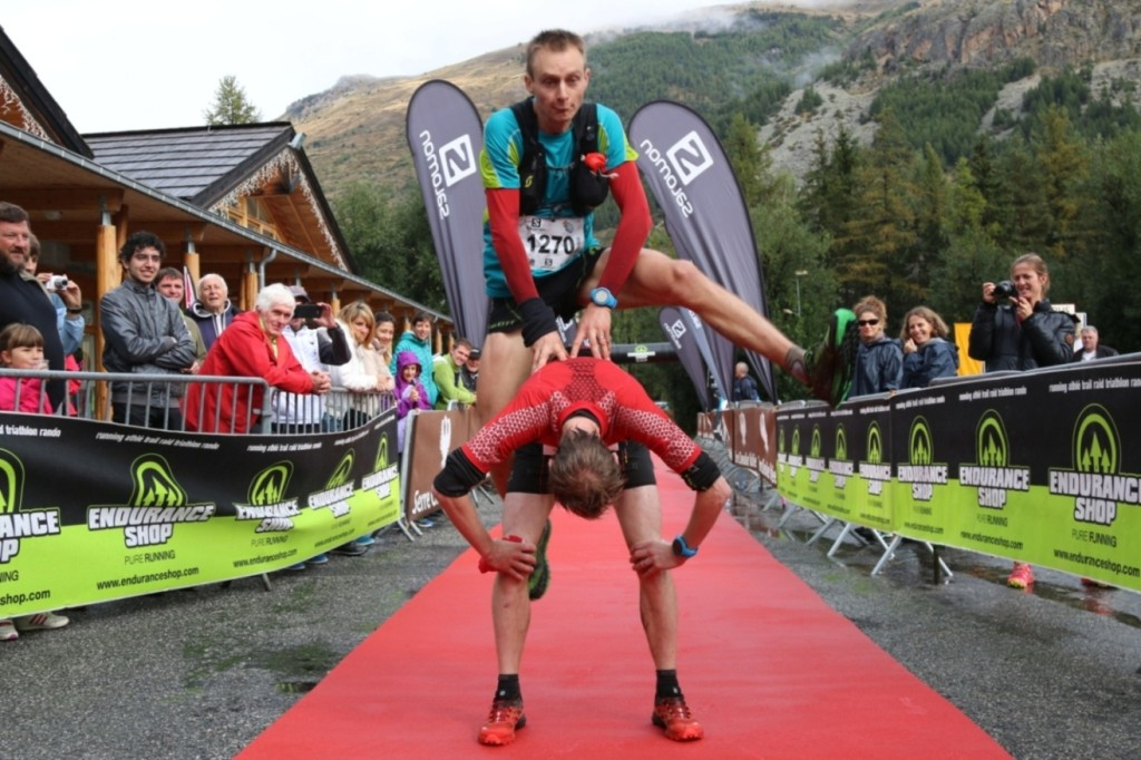 3 Arrivée acrobatique Andy et joe Symonds photo Robert Goin 1024x682 - Andy Symonds et Céline Lafaye  gagnent le Salomon Skyrunner France Series 2015 !