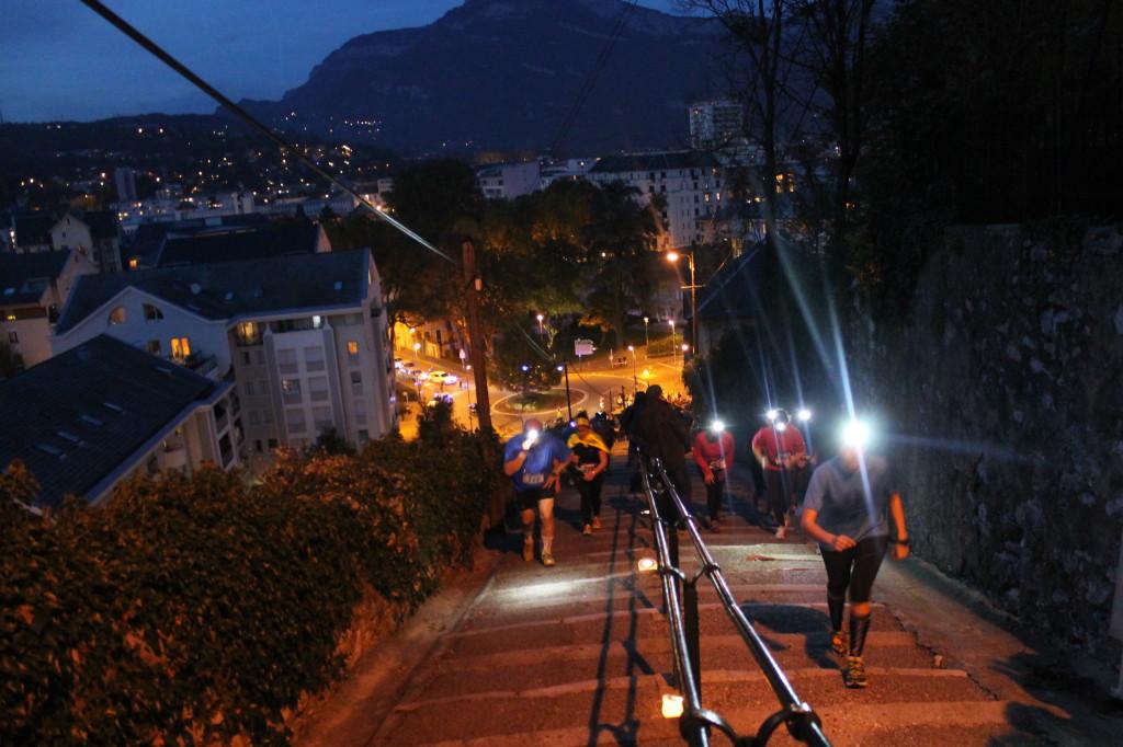 le passage des escaliers 1024x682 - TRAIL « LA CHAMBERIENNE » : ROBIN CATTET A EU CHAUD ! Résultats, compte rendu et photos (reportage « TPS Infos » d'Alexandre Garin) / 24-10-15