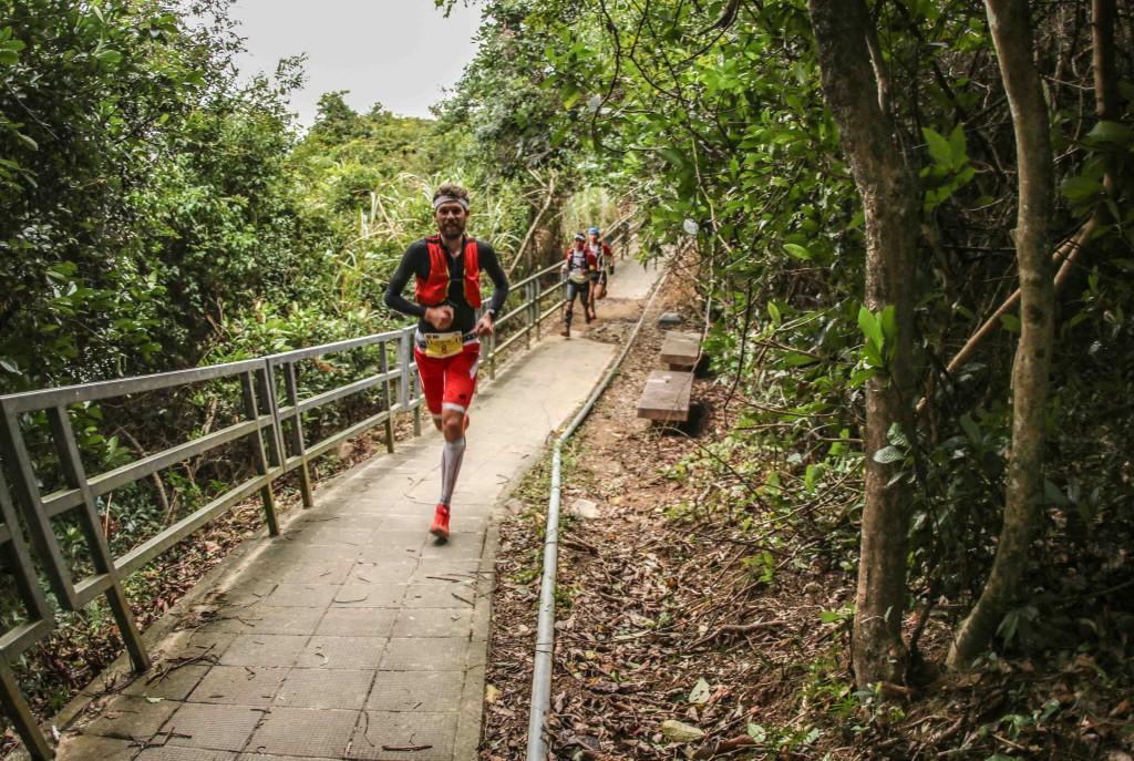 2 François DHaene vainqueur HK 100 photo Philipp Reiter pour Salomon Running 1024x687 - UTWT 2016 : François D'Haene victoire et record sur le Vibram Hong Kong 100 ! (par Robert Goin)
