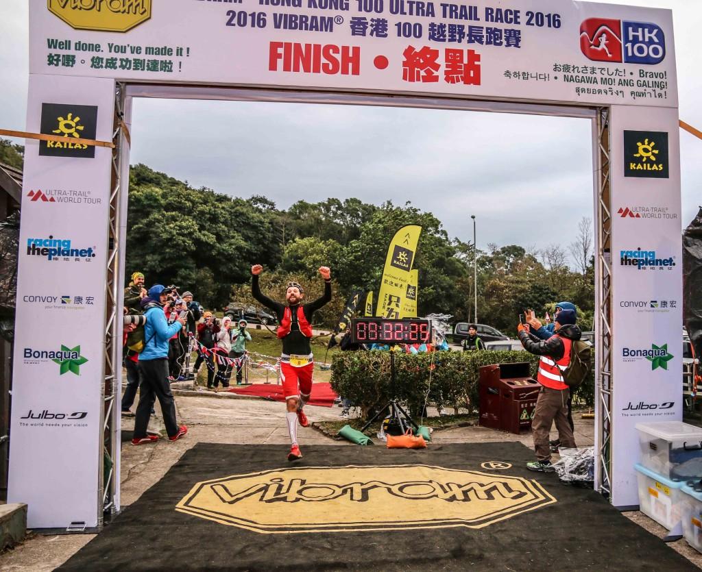 4 François D'Haene vainqueur HK 100 photo Philipp Reiter pour Salomon Running