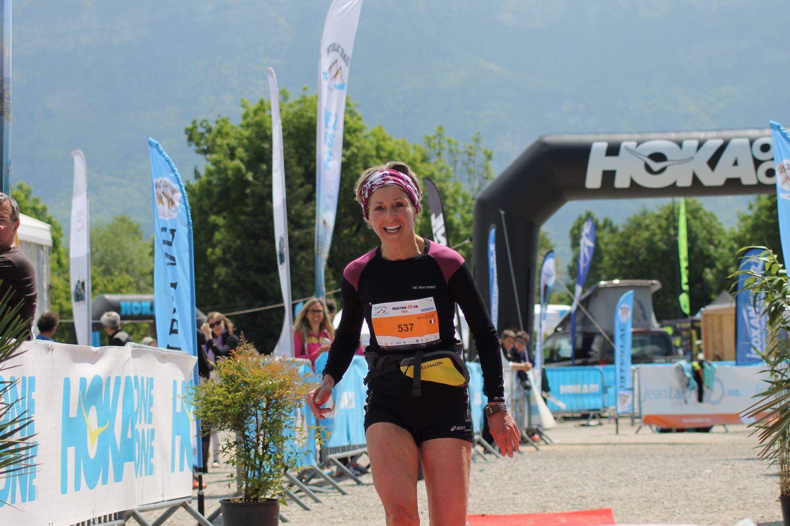 _Arrivée de Nadège Cavagna 1ère femme sur le 42km