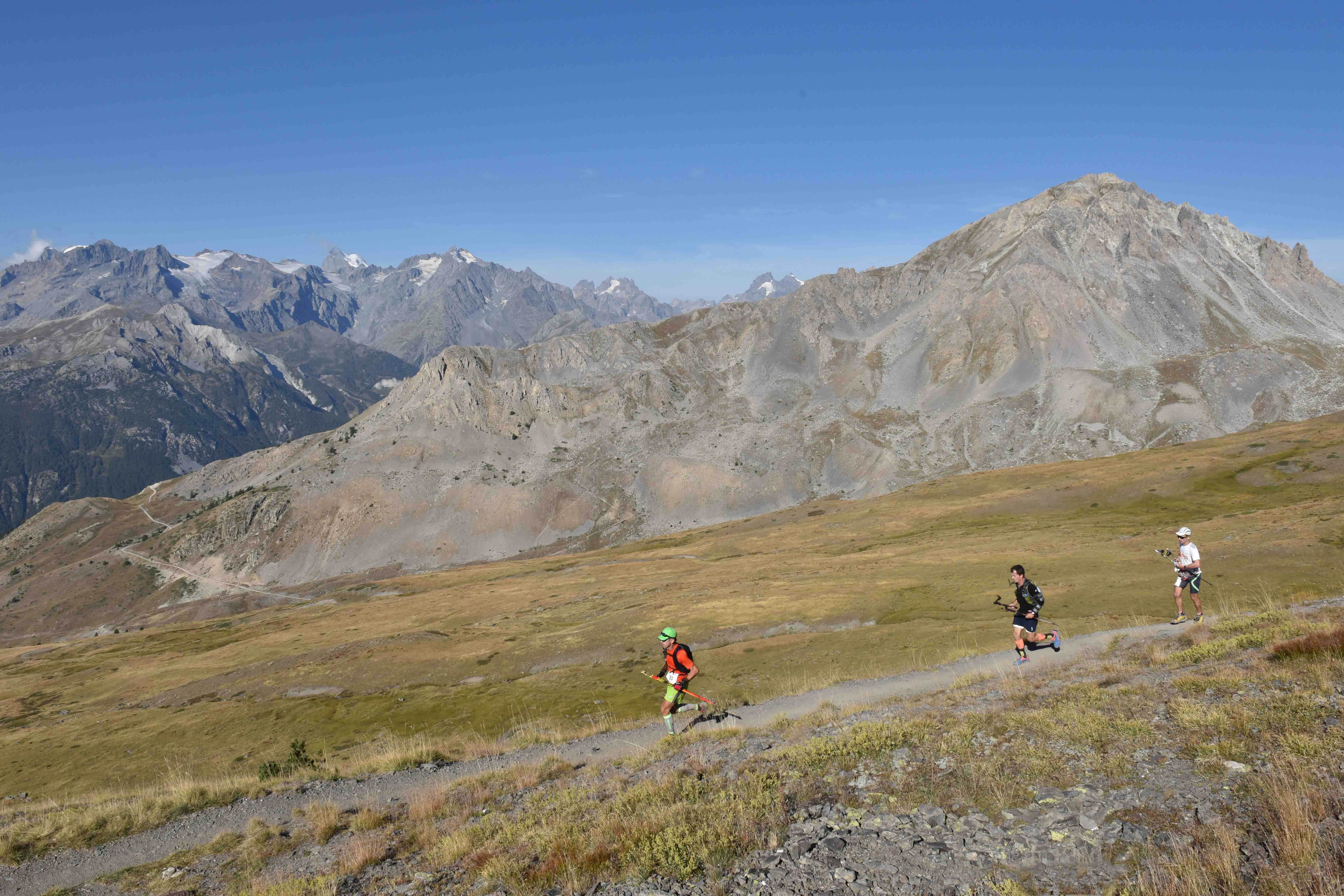 4 Ambiance 49 km photo JMK Consult - Gaël Reynaud  et Marie Noelle Bourgeois vainqueurs du Salomon Over the Mountain Running Challenge 2016