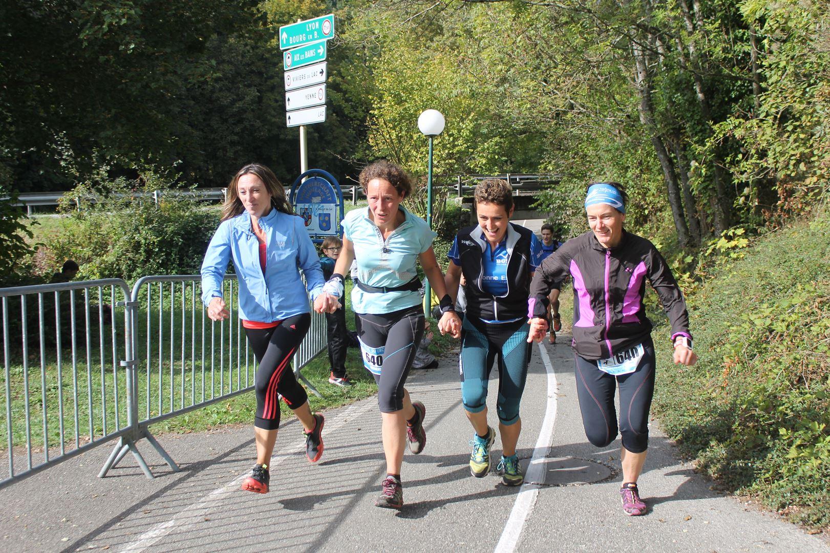 copie 0 Arrivée du 1er relais féminin à 4 - RESULTATS ET COMPTE RENDU DU GRAND TRAIL DU LAC 16-10-2016