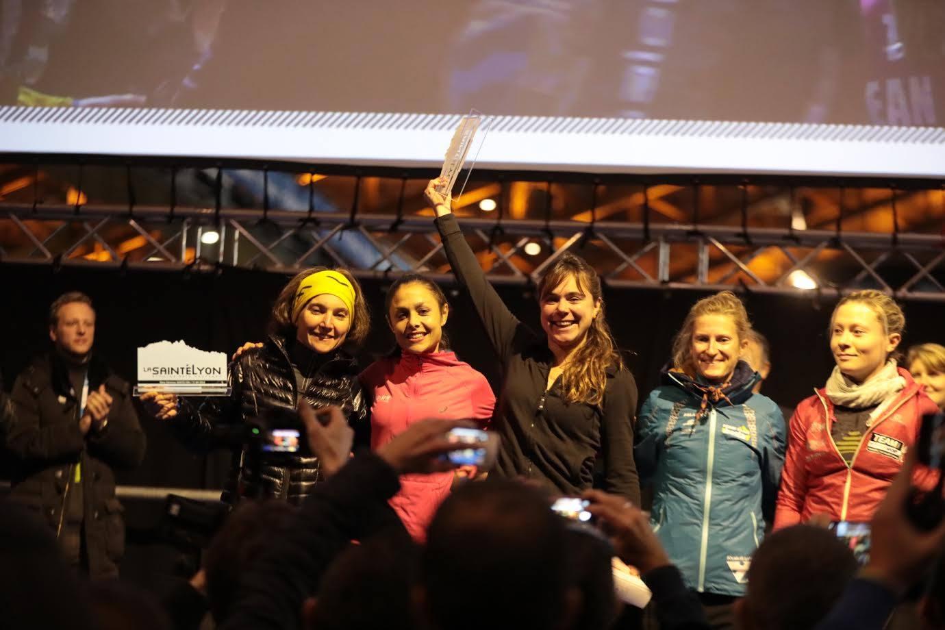 De gauche à droite : Mélanie Rousset, Sylvaine Cussot, Juliette Bénédicto, Lucie Jasmin et Céline Carrez. Saintélyon 2016