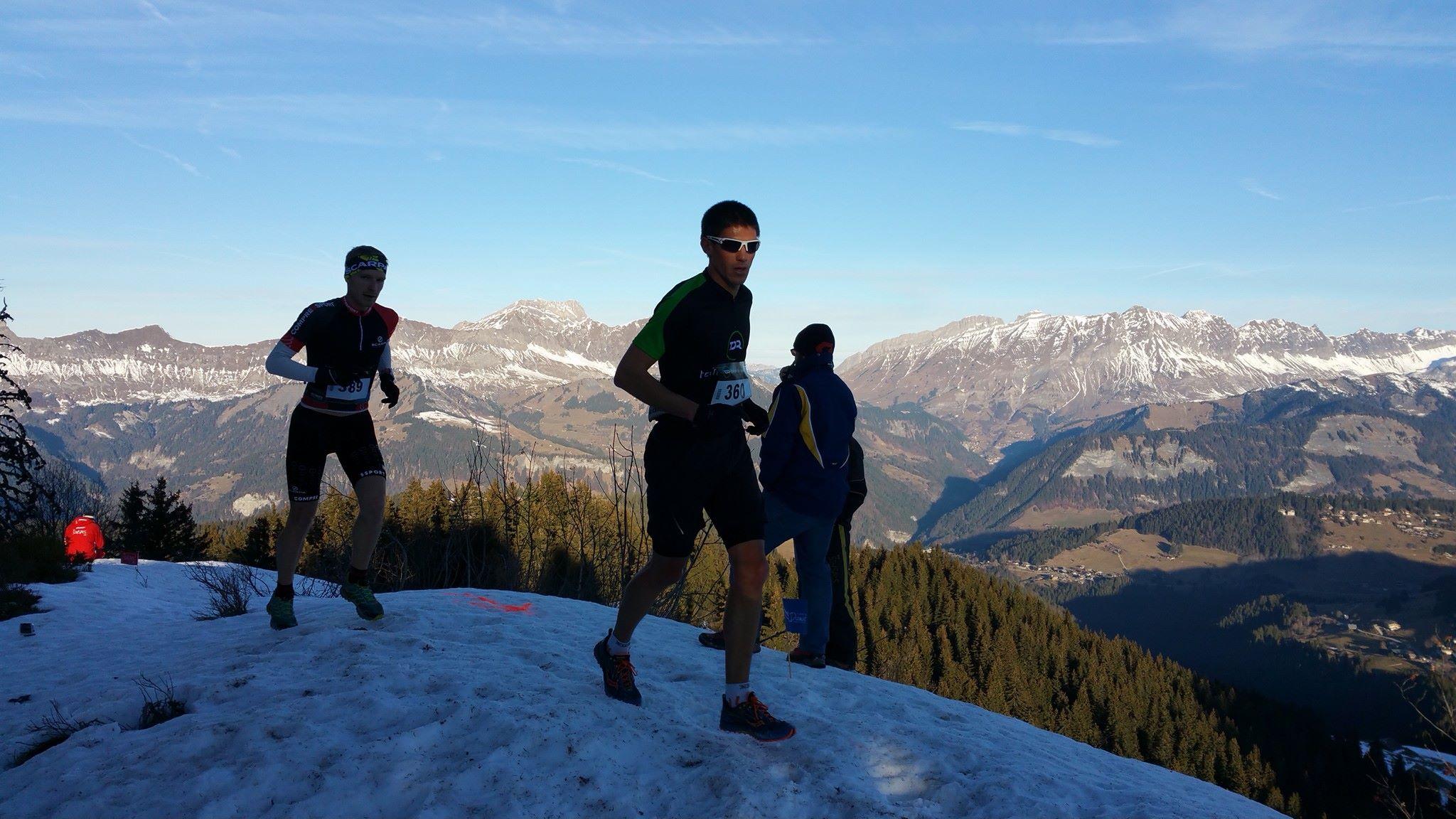 Sébastien Fayolle suivi d'Aurélien Dunand Pallaz. Trail des Saisies 2016