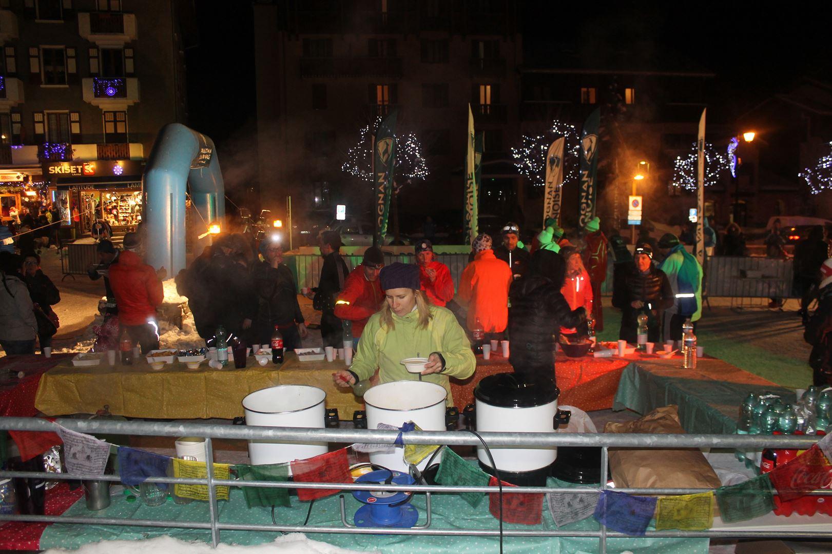 Soupe chaude et jus de pomme chaud à larrivée - RESULTATS, COMMENTAIRES, PHOTOS DU TRAIL DE L'INUIT - PRALOGNAN LA VANOISE 73 - 21-01-2017
