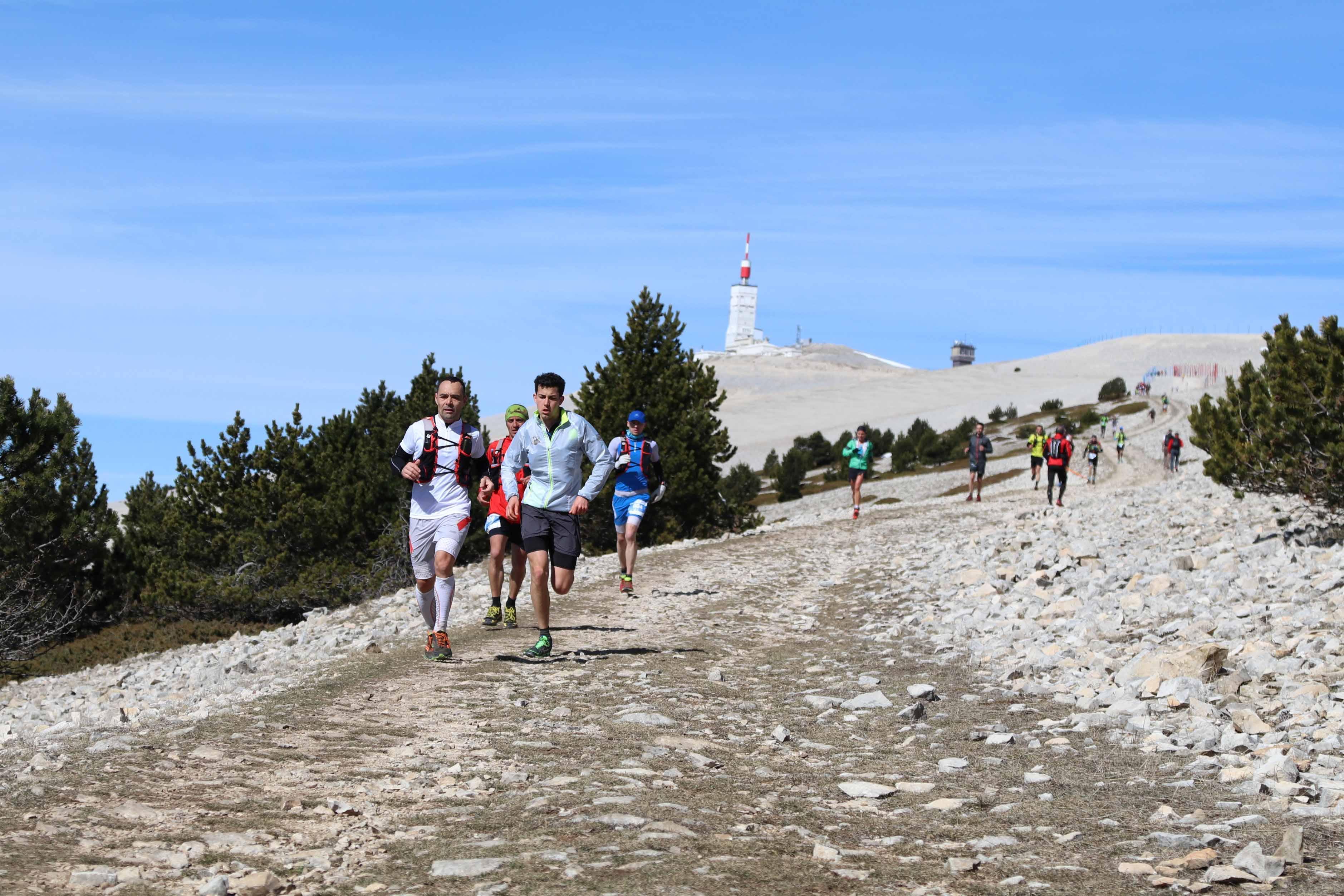 8 ambiance 46 km photo Robert Goin - RESULTATS ET COMMENTAIRES DU TRAIL DU VENTOUX 19-03-2017 (par Robert Goin)