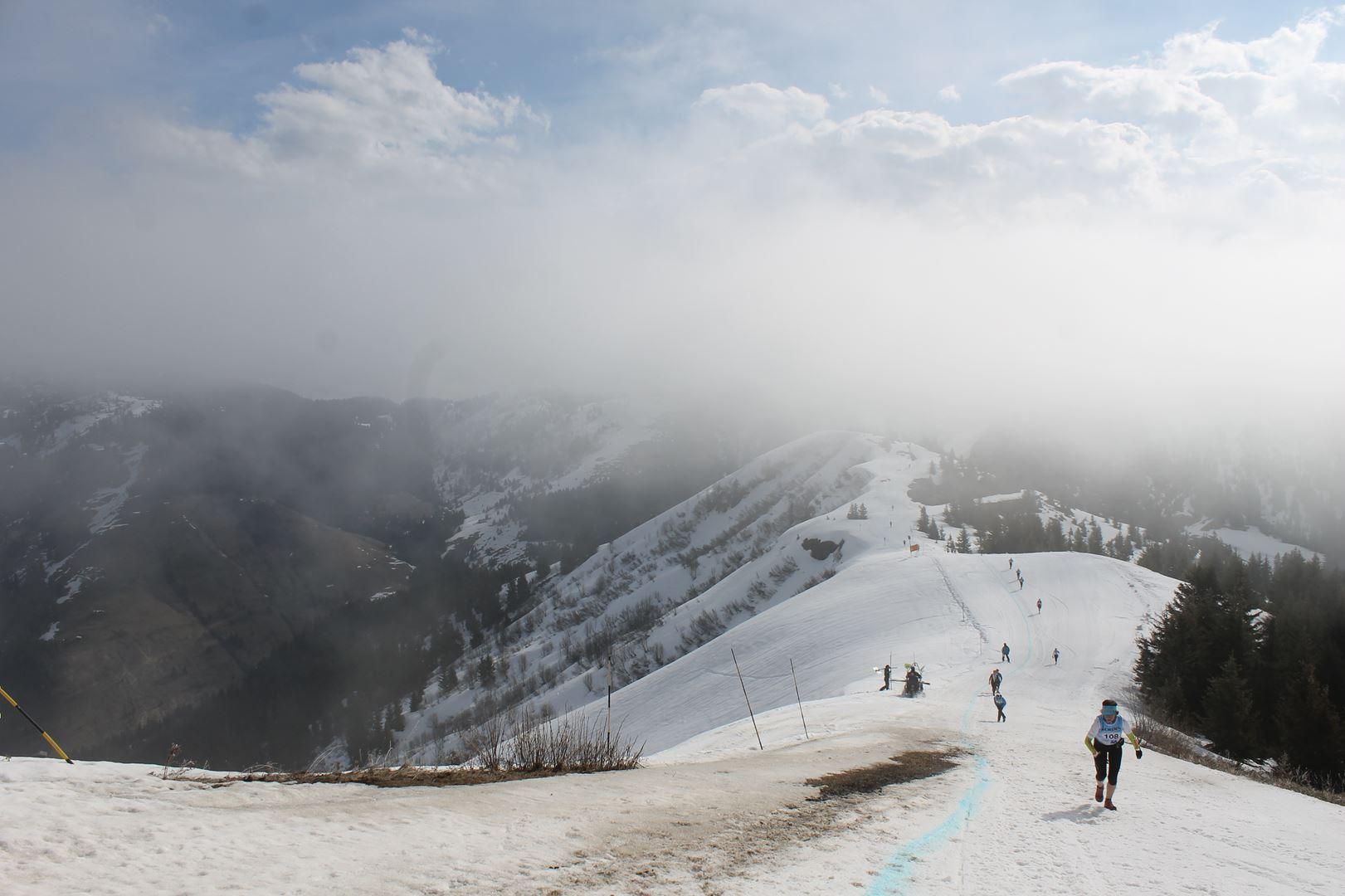 Vue densemble au passage des crêtes - RESULTATS ET REPORTAGE SUR LA 8EME EDITION DE l'ARAVIS SNOW TRAIL  (LA GIETTAZ 73)