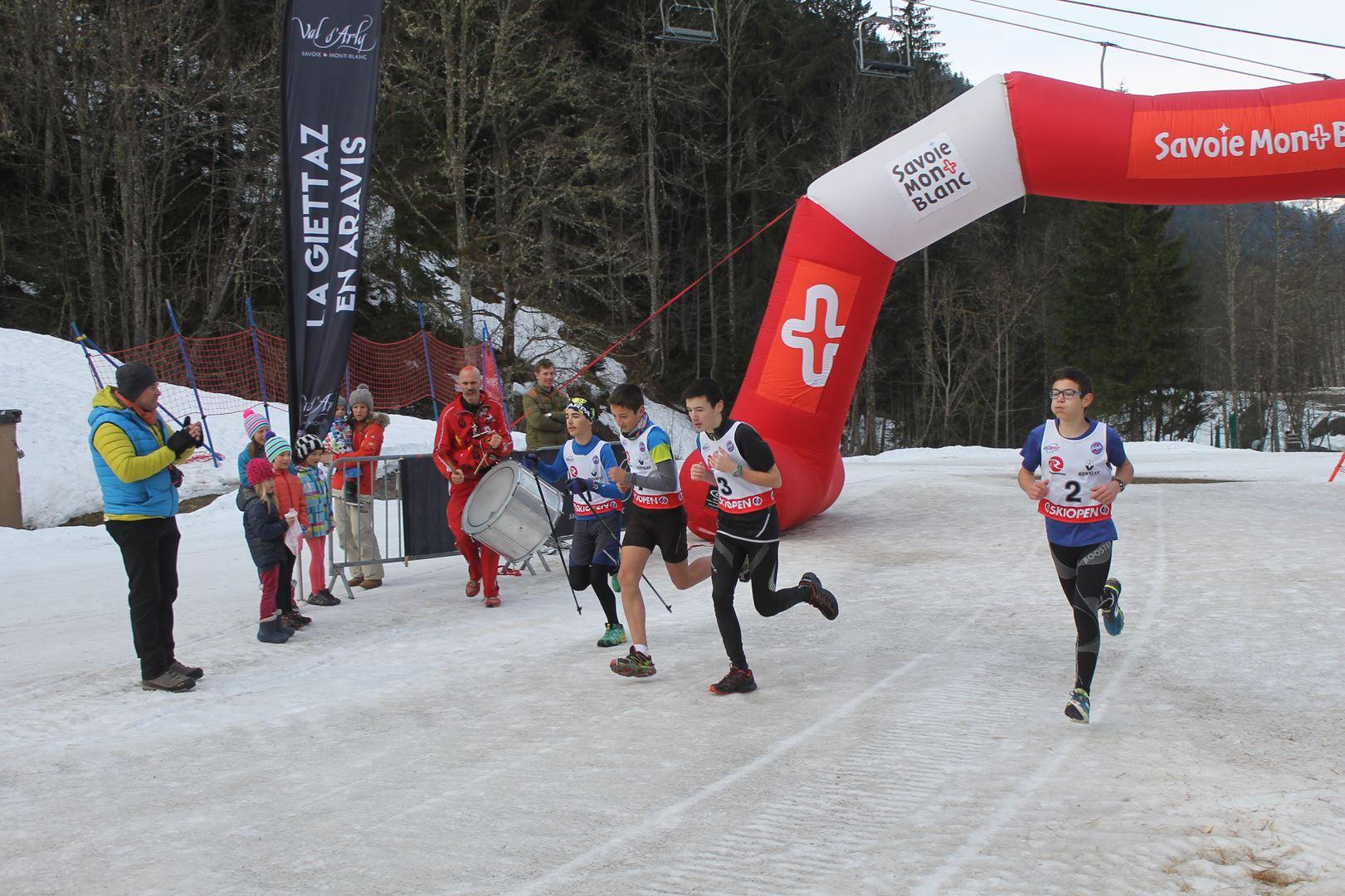 départ de la course jeunes - RESULTATS ET REPORTAGE SUR LA 8EME EDITION DE l'ARAVIS SNOW TRAIL  (LA GIETTAZ 73)