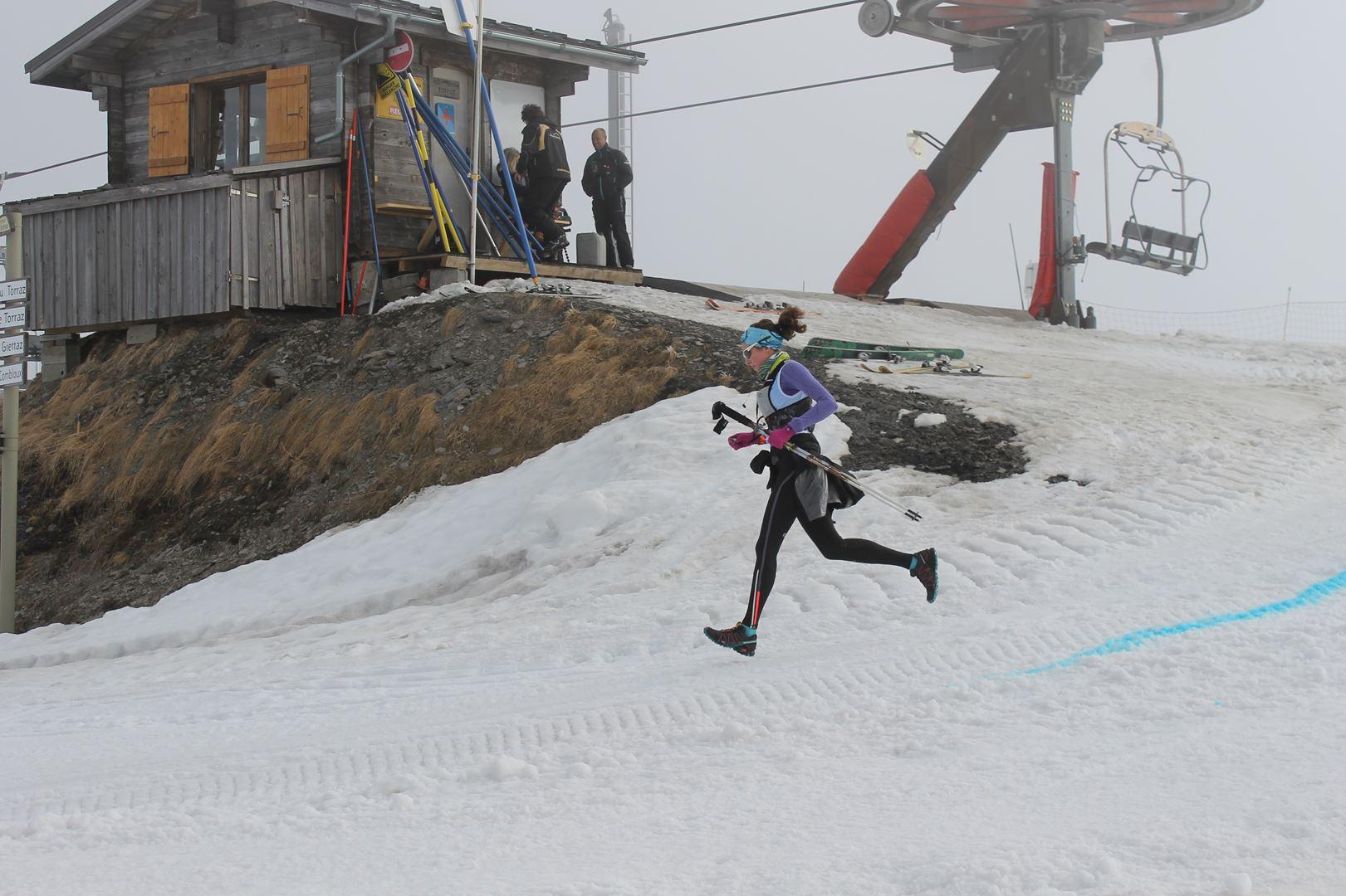 féminine sur la parcours soft - RESULTATS ET REPORTAGE SUR LA 8EME EDITION DE l'ARAVIS SNOW TRAIL  (LA GIETTAZ 73)