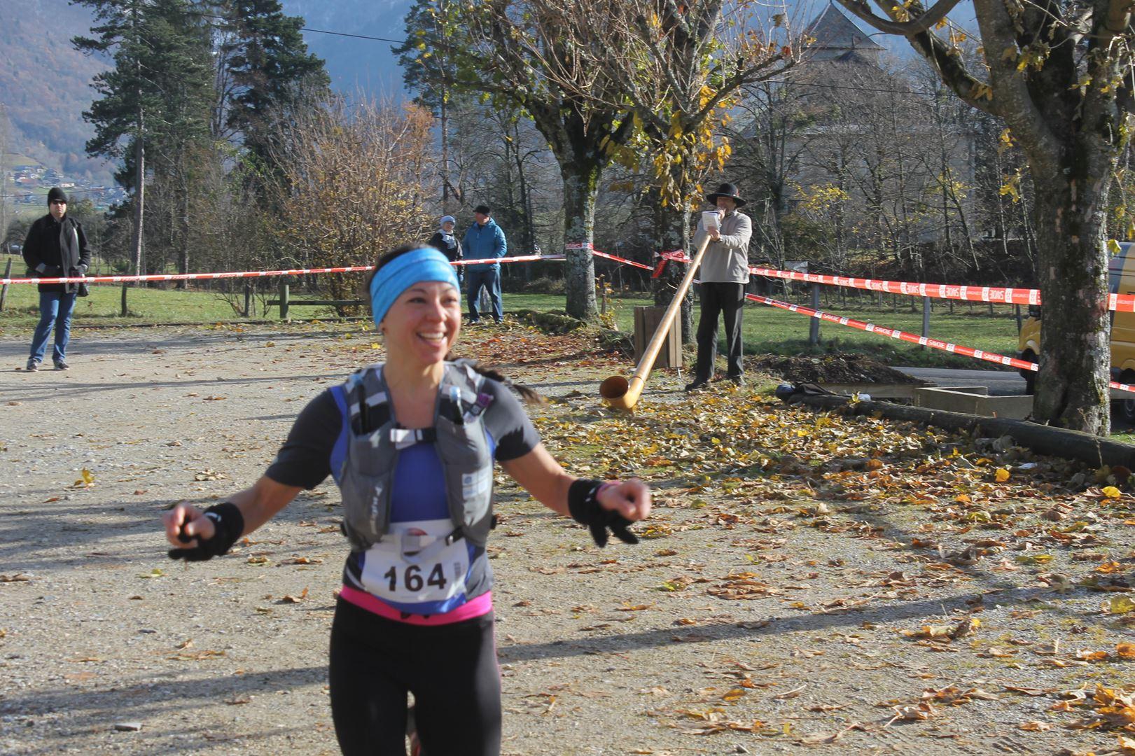 arrivée de la 3ème femme du 23km - RESULTATS ET COMPTE RENDU DE LA SANGERUN 26-11-2017 SAINT JEAN D'ARVEY (73)