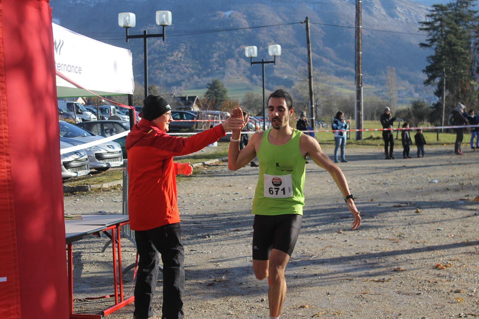 arruvée de romain savoyen 2ème du 11km - RESULTATS ET COMPTE RENDU DE LA SANGERUN 26-11-2017 SAINT JEAN D'ARVEY (73)