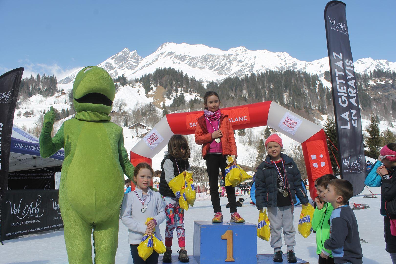 podium filles trail des croés 6 à 8 ans 1 - RESULTATS PHOTOS ET COMPTE RENDU DU 9EME ARAVIS SNOW TRAIL (La Giettaz73) 25-03-2018